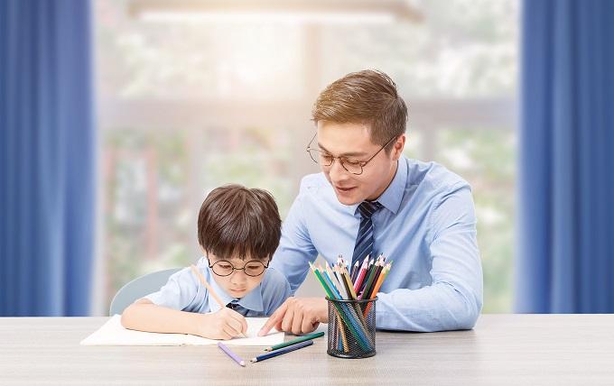 学生完成家庭作业时家长该怎样做辅导?