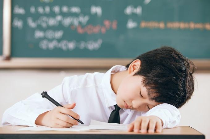 孩子上课睡觉,家长应该如何处理?