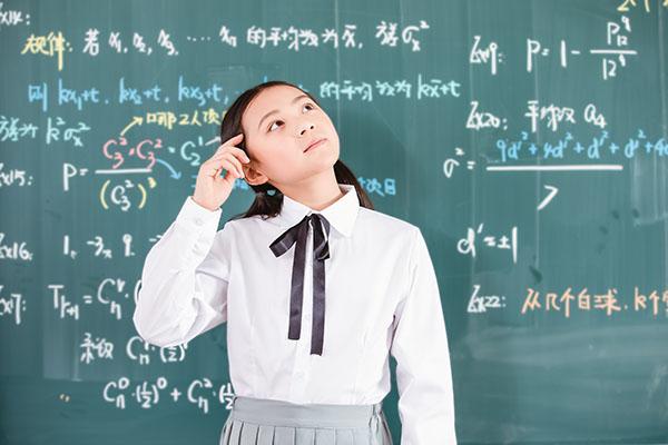 初二学生经常在简单题上失分,难题却都能做对是为什么?