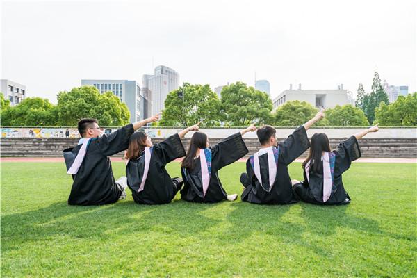 高考生該不該提前考慮報考的專業和學校?會不會浪費時間?