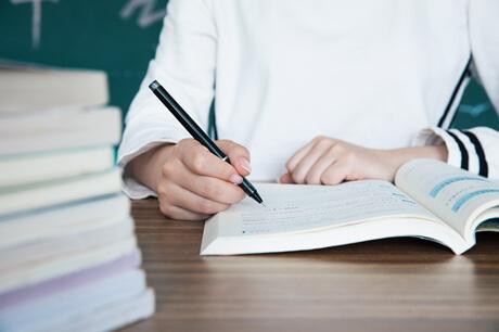 """高中作文写作:关于""""职业偏见""""与""""兴趣爱好""""的作文写作指导!"""