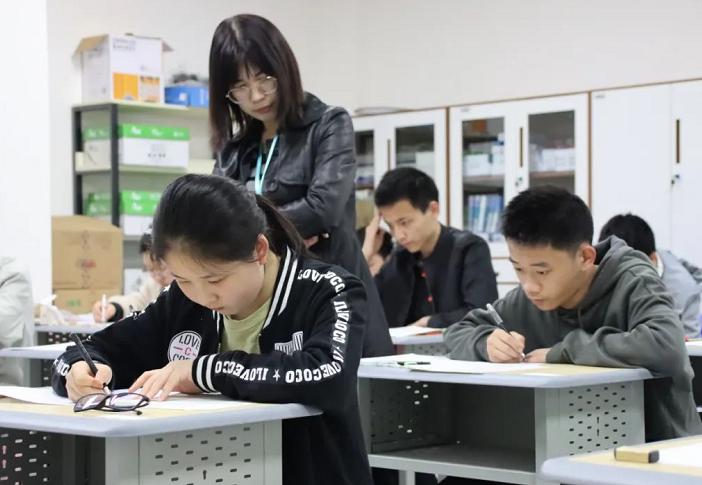 2021年南京三模语文作文优秀范文 南京三模好大一棵树范文赏析