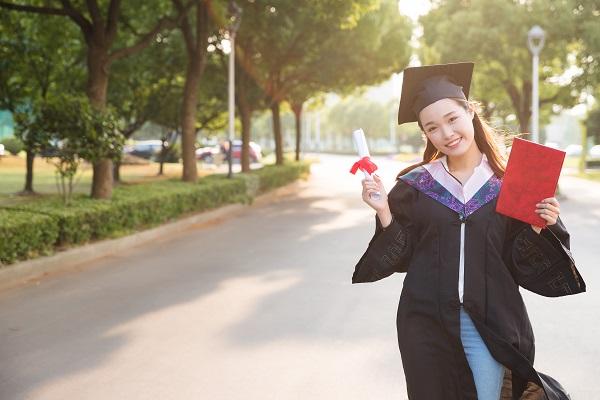 2021年辽宁高考的本科分数线是多少?2021年辽宁高考分数线出炉!